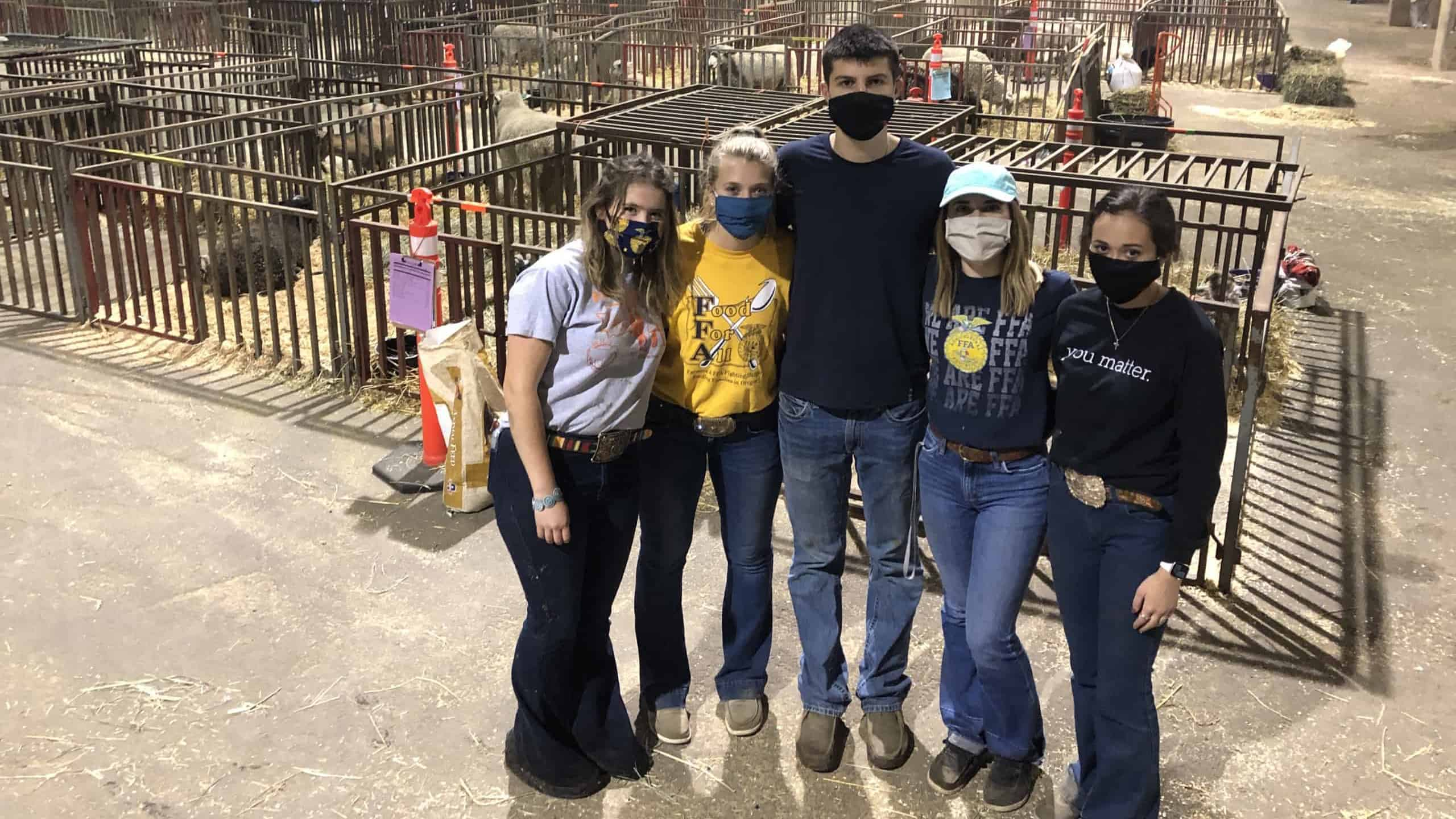 Oregon FFA State Officers Help Animals Displaced by Wildfires